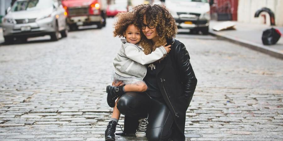 Excedencia para el cuidado de hijos y familiares: la reserva del puesto de trabajo y otras características