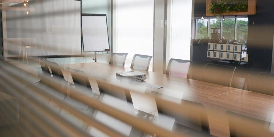 ¿Qué ocurre si la empresa no acude al acto de conciliación o al juicio laboral?